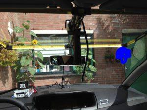 De meetlint-antenne ingebouwd in de auto